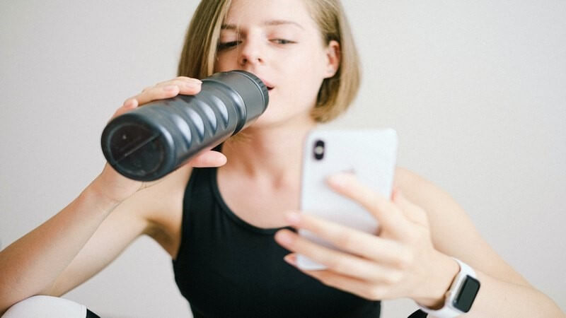 8 Helpful Phone Accessories for Fitness Lovers